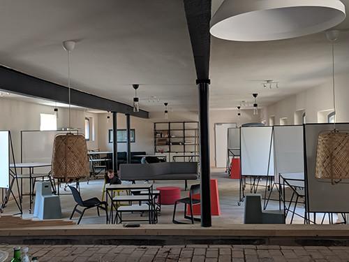 Fertiger Projektraum im Erdgeschoss nach dem Umbau mit Innendämmung UdiReco von UdiDämmsysteme
